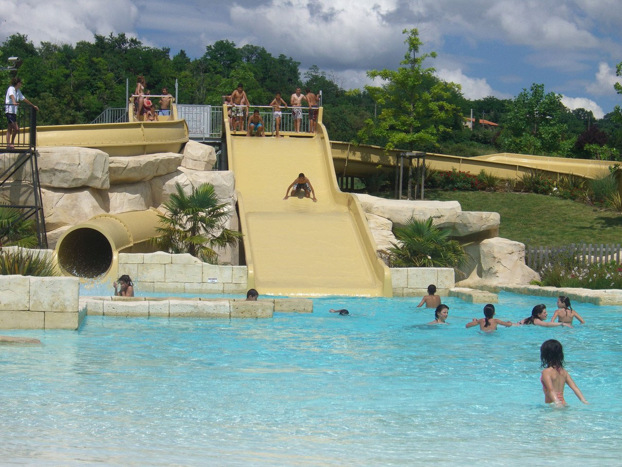 Parc Aquatique Pour La Famille - Lud'o Parc À Nérac / Lot-Et ... intérieur Nerac Piscine