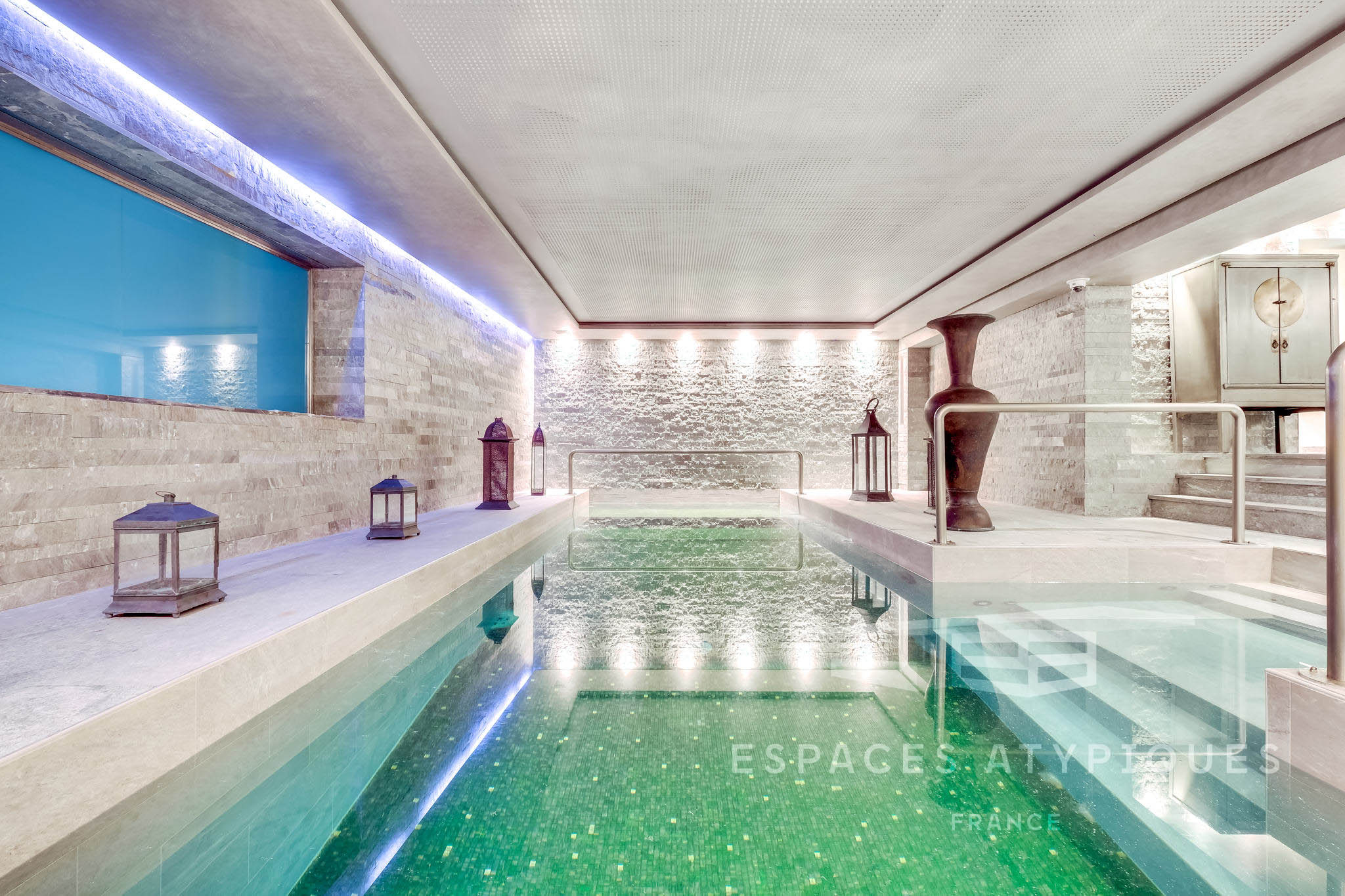 Paris 18E : Exceptional Mansion With View, Terraces And Pool ... pour Hotel Paris Piscine