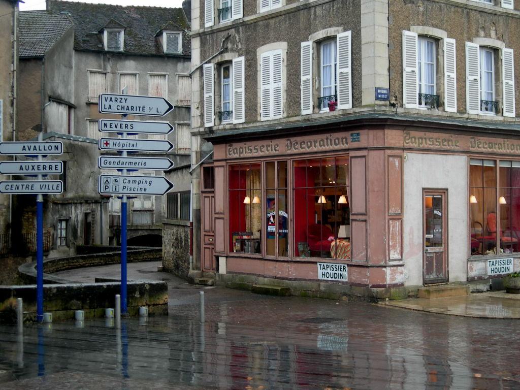 Photo À Clamecy (58500) : Tapisserie Houdin - Clamecy, 50724 ... serapportantà Piscine Avallon