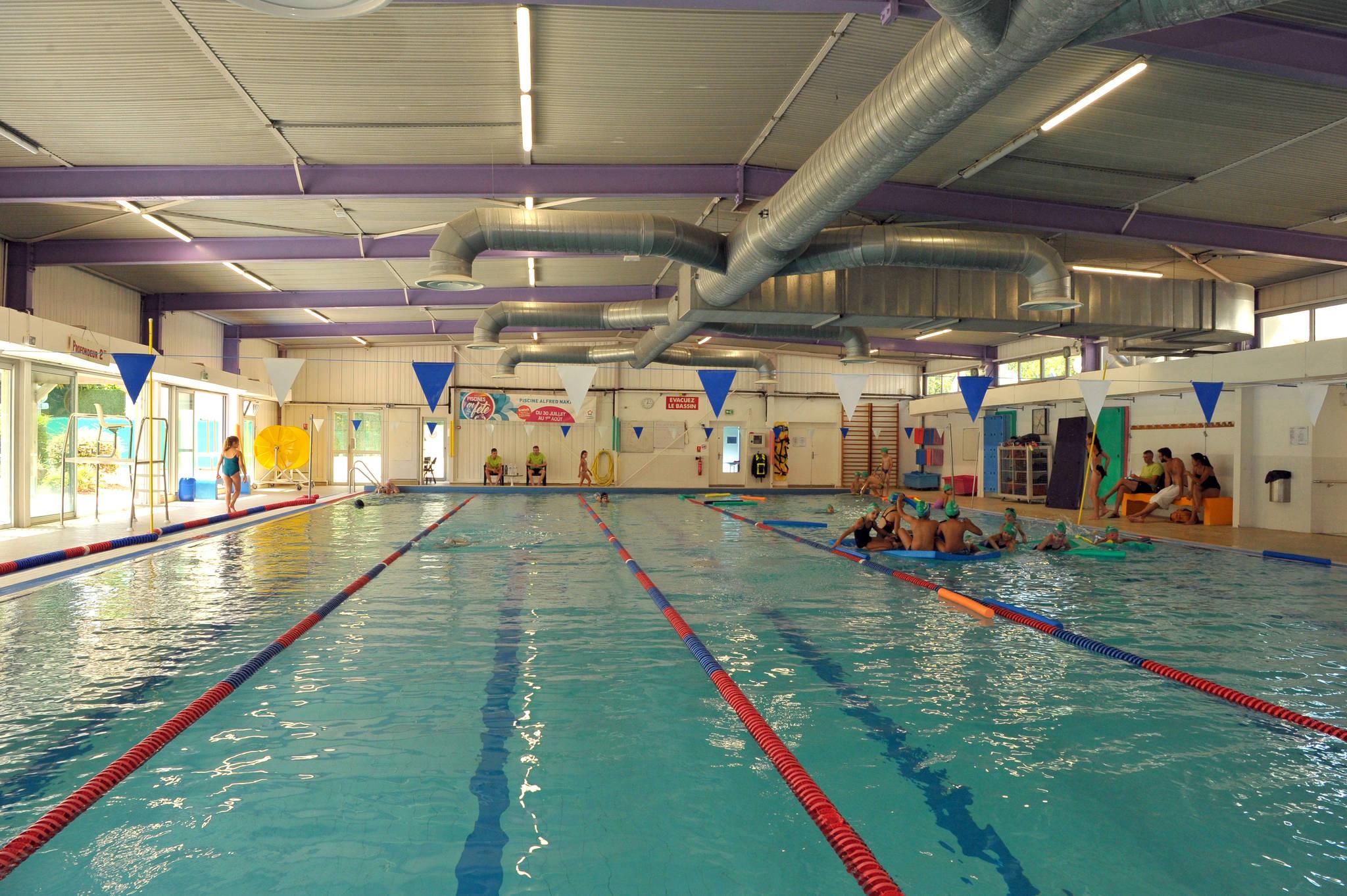 Piscine Alfred Nakache, Swimming-Pool - Montpellier Tourist ... dedans Piscine Nakache Montpellier