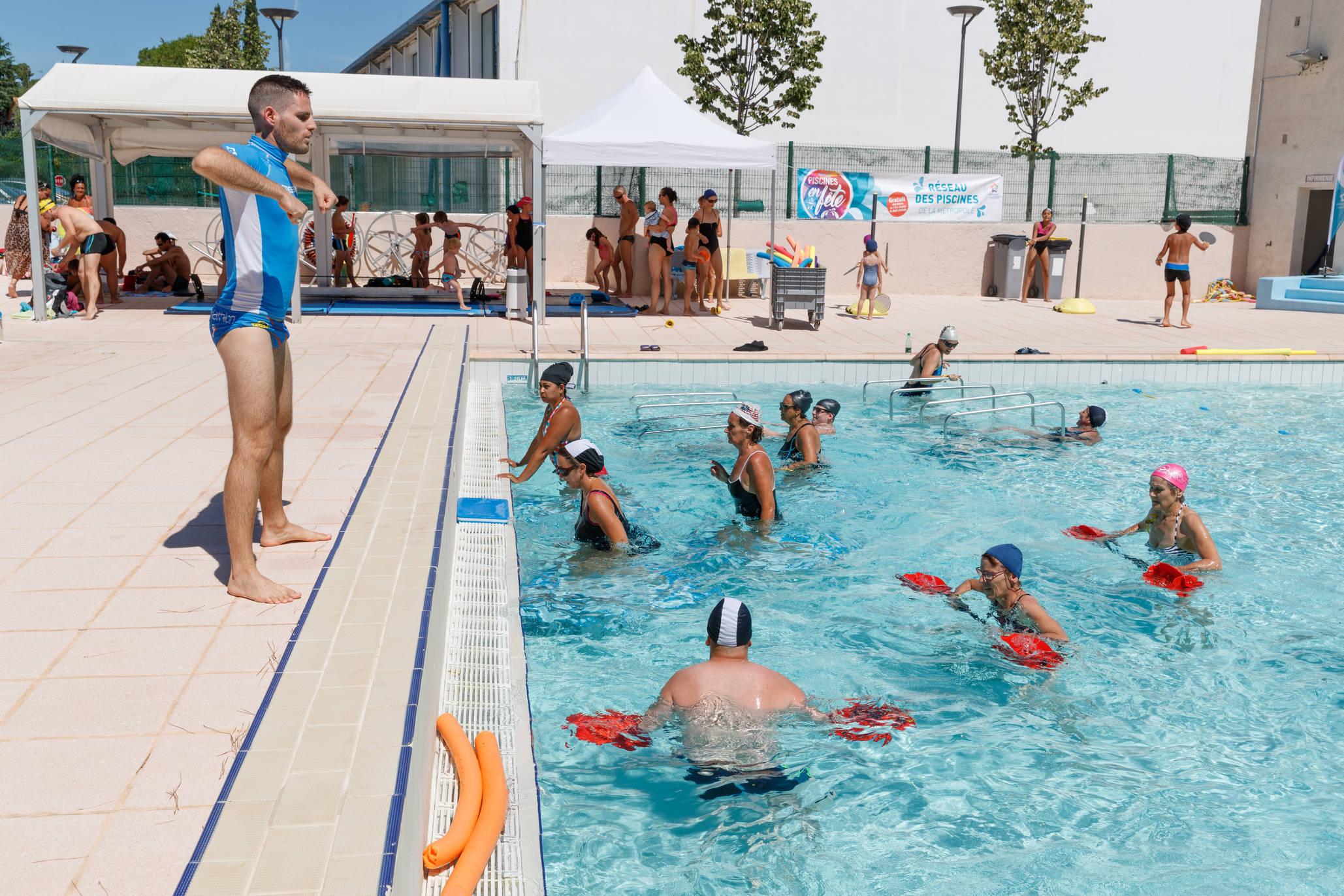Piscine Christine Caron, Swimming-Pool - Montpellier Tourist ... destiné Piscine Originale