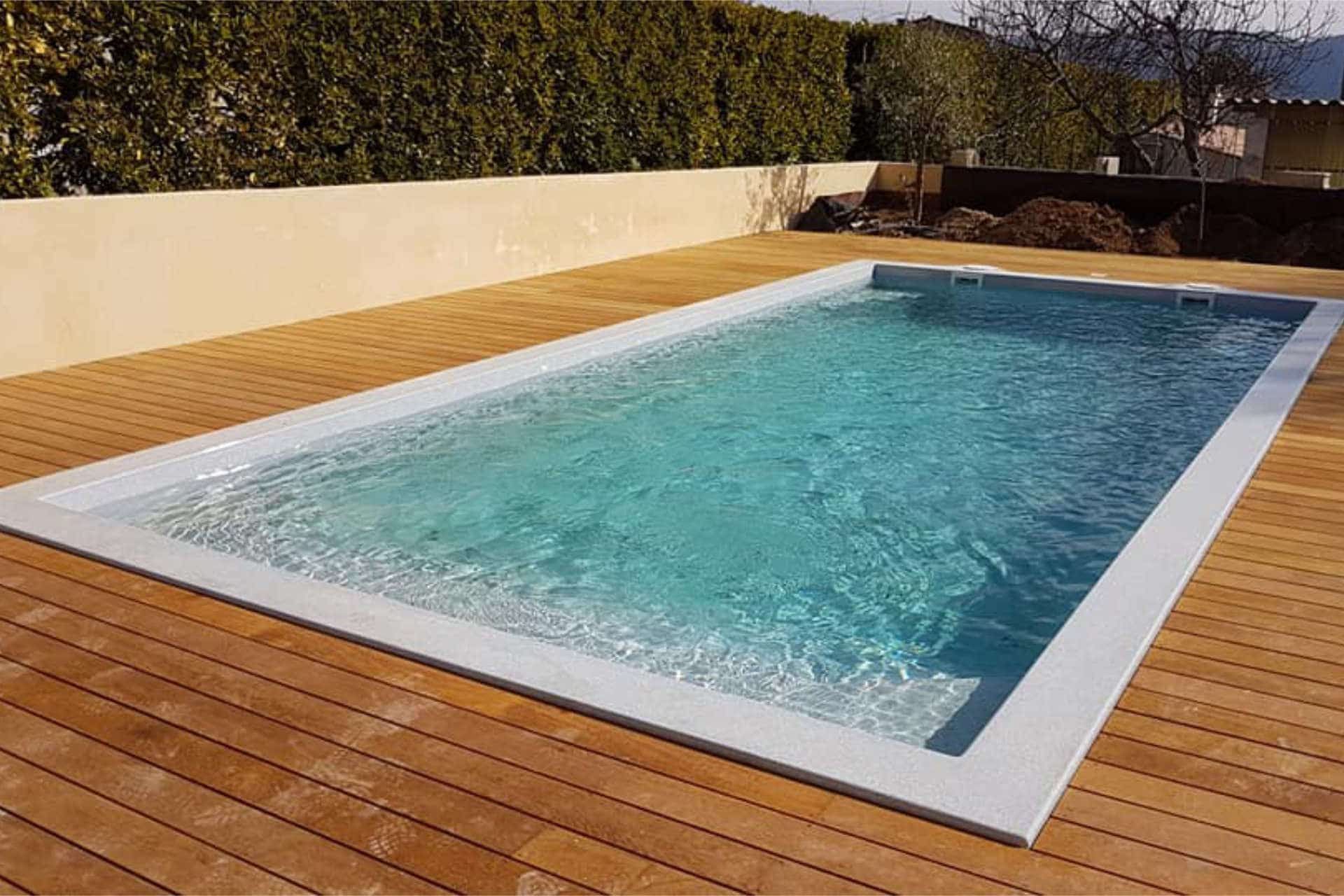 Piscine Coque Polyester Modèle Riviera - Freedom Sud Ouest dedans Freedom Piscine