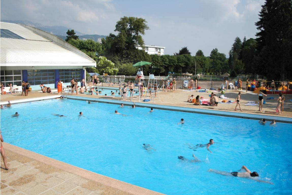 """Piscine De Voiron """"les Dauphins Du Parc"""" Voiron Water Sports ... intérieur Mister Piscine"""