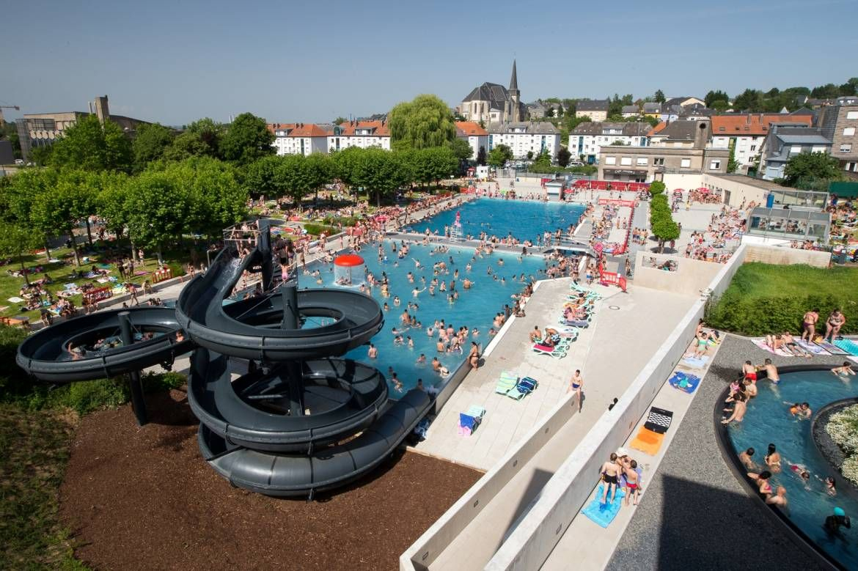 Piscine Differdange Oberkorn - Luxemburg | Parques, Cidade ... concernant Piscine Differdange