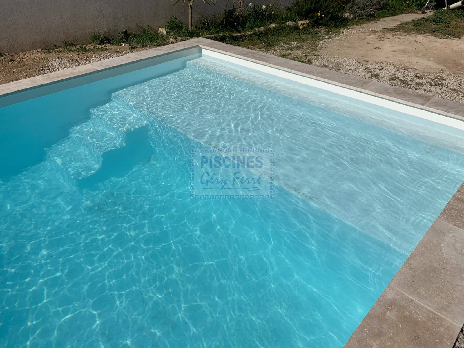 Piscine Kit Coque Polyester Avec Plage Tonga France Piscines ... pour France Piscine Composite