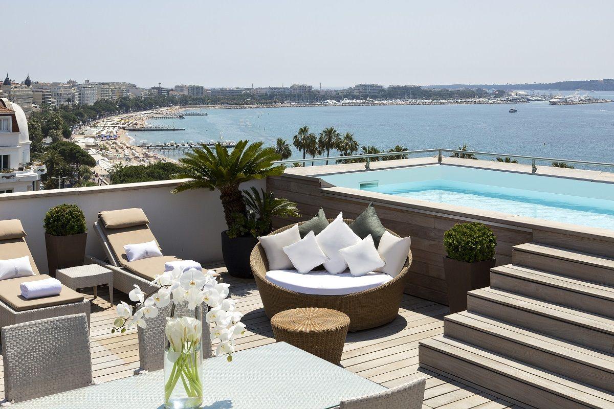 Piscine Privée À L'hôtel Barrière Le Majestic | Hotel ... serapportantà Hotel Avec Piscine Ile De France