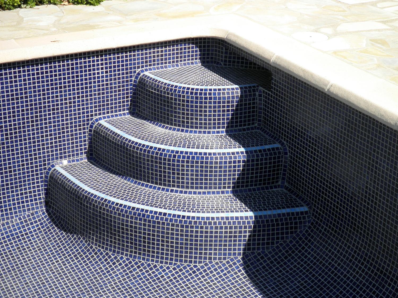 Pose Mosaique Escalier Piscine - Construction Et Immobilier concernant Escalier Piscine À Poser Sur Liner
