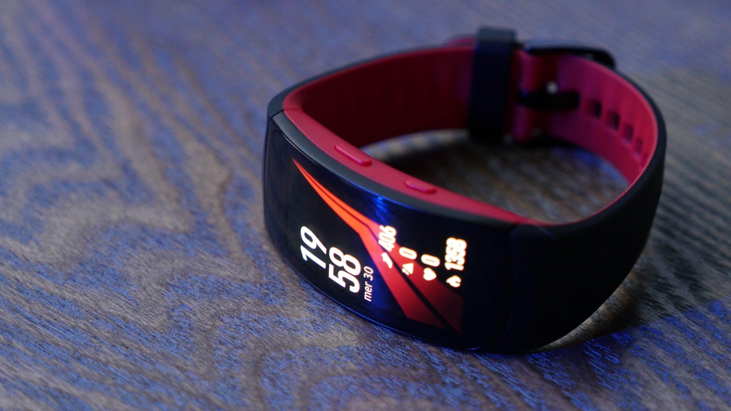 Prise En Main Du Samsung Gear Fit2 Pro : Le Bracelet ... destiné Bracelet Connecté Piscine