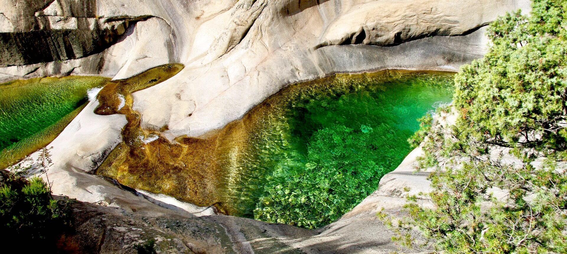 Randonnée Vers Les Cascades De Purcaraccia⎪La Corse Autrement à Piscine Naturelle D Eau Chaude Corse Du Sud