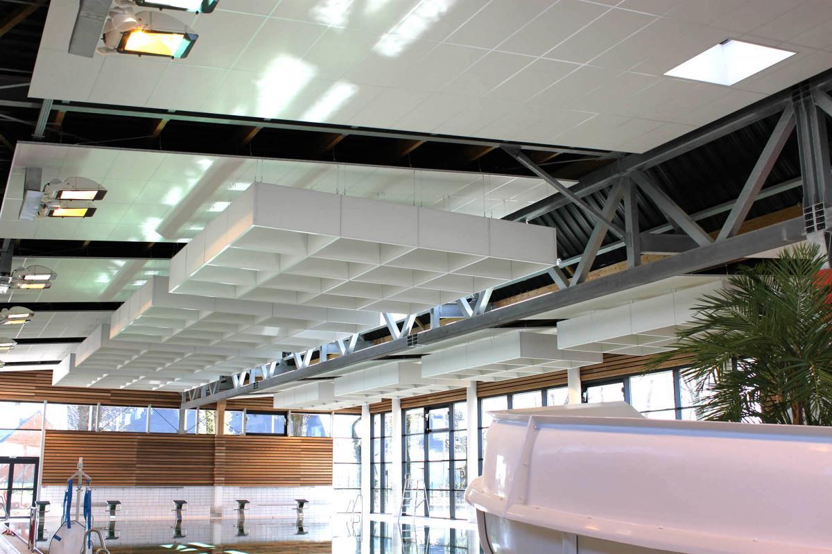 Réalisations De Faux Plafond Ou Plafond Suspendu En Morbihan encequiconcerne Piscine De Questembert