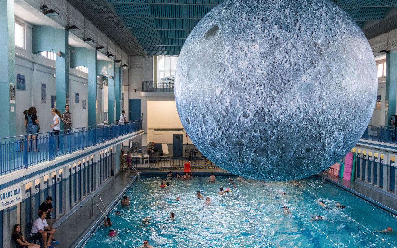 Rennes : Venez Nager Sous Une Lune De 7 Mètres À La Piscine ... intérieur Piscine De Rennes
