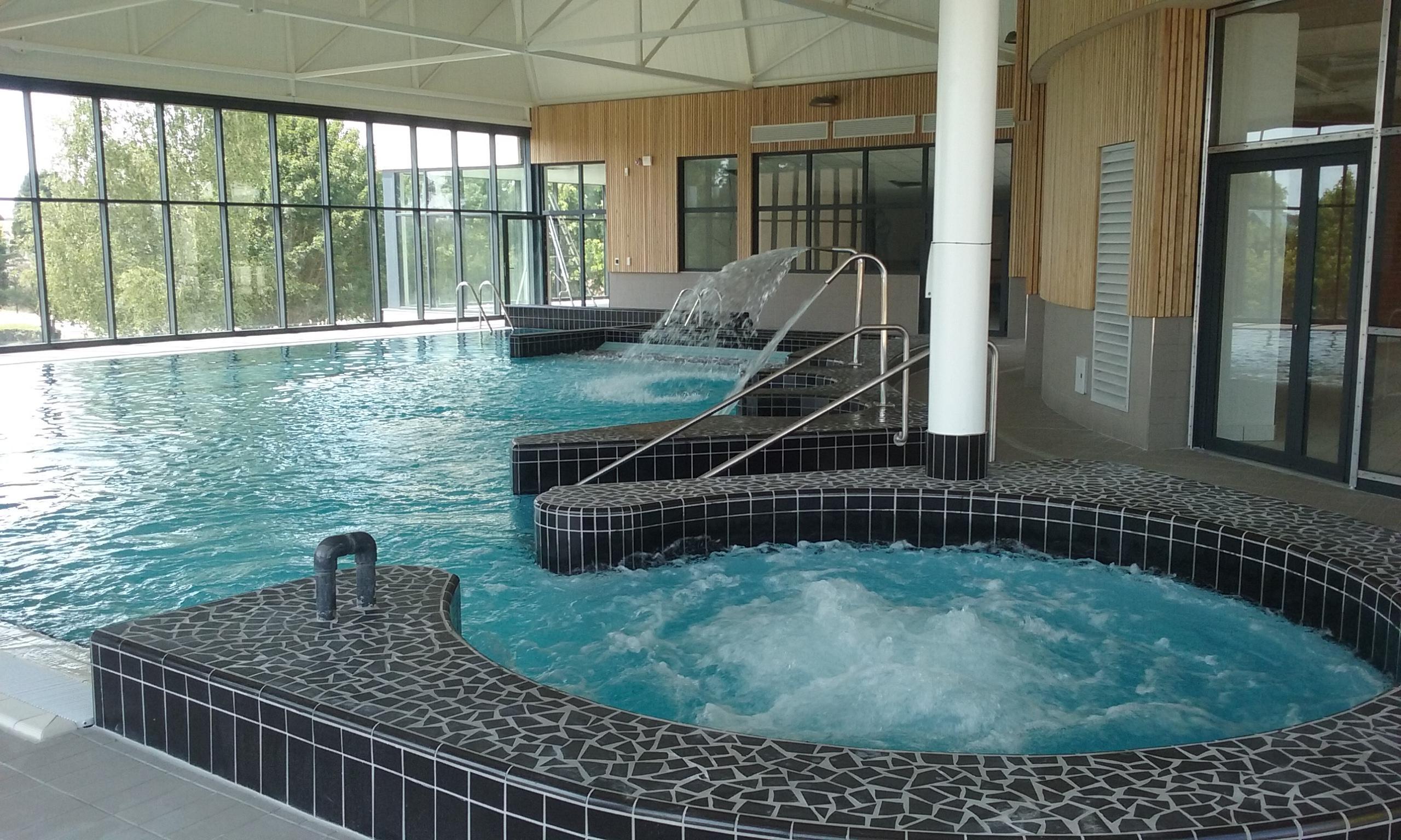 Rénovation Et Extension Centre Aquatique - Dampierre En ... serapportantà Piscine Dampierre