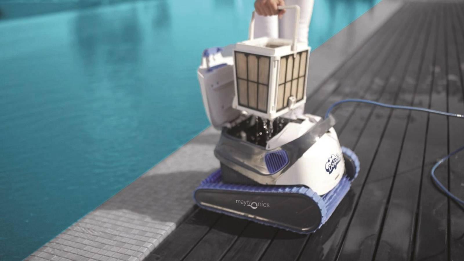 Robot Dolphin S200 De Chez Maytronics - Pisciniste Pour ... à Robot Piscine Dolphin S200