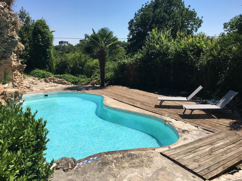 Saint-Cyr-Sur-Loire Quartier Residentiel Vue Loire Demeure ... encequiconcerne Piscine Suspendue