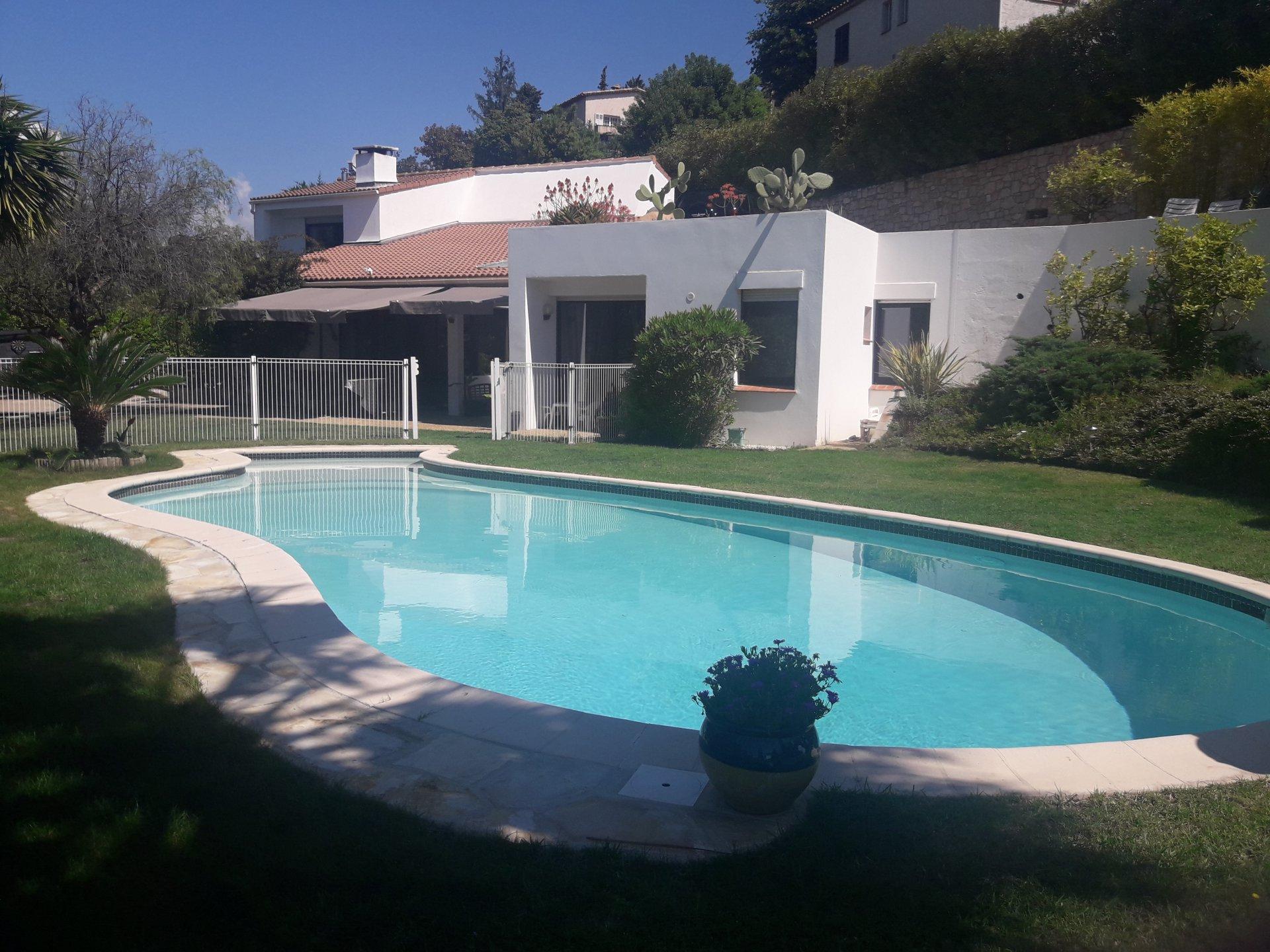 Saint Laurent Du Var (06700) - Hauteurs - Villa Avec Piscine destiné Piscine Saint Laurent Du Var