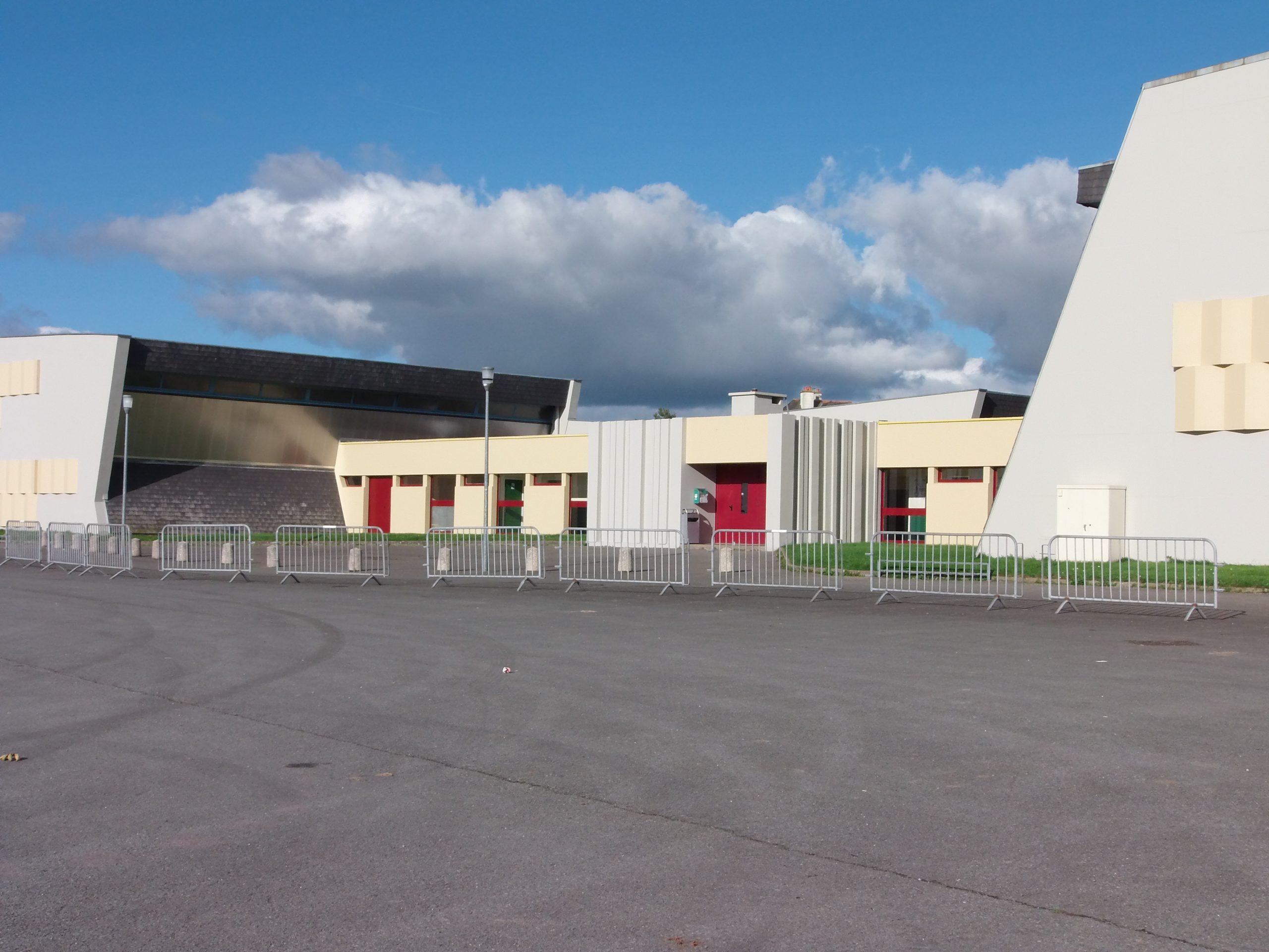 Salles Et Mini-Bus | Ville De Saint Méen Le Grand destiné Piscine Saint Meen Le Grand