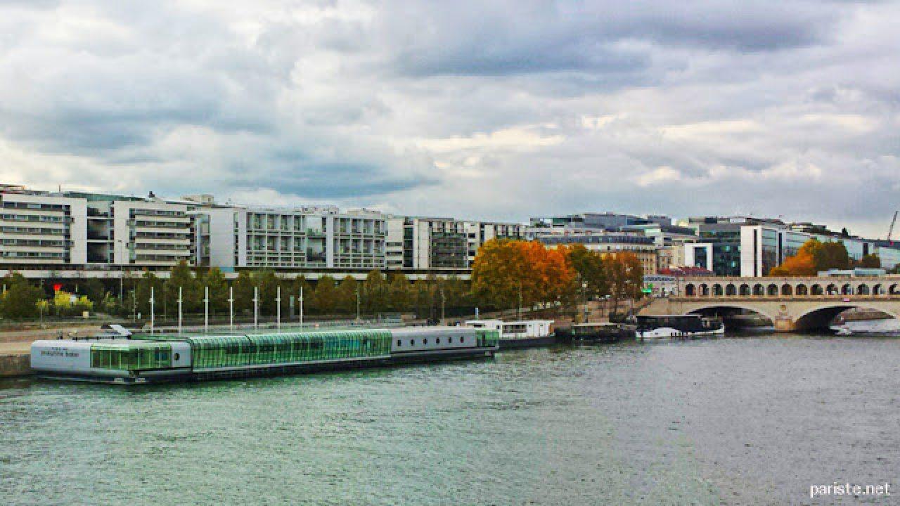 Seine Nehri Üzerinde Bir Yüzme Havuzu: Piscine Joséphine ... avec Piscine 13Eme