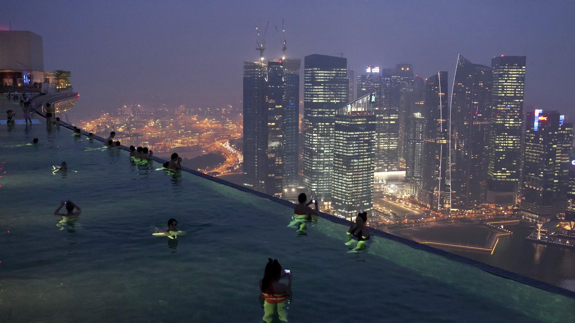 Skyline Singapour – Trouver Des Idées Pour Voyager En Asie destiné Piscine Singapour