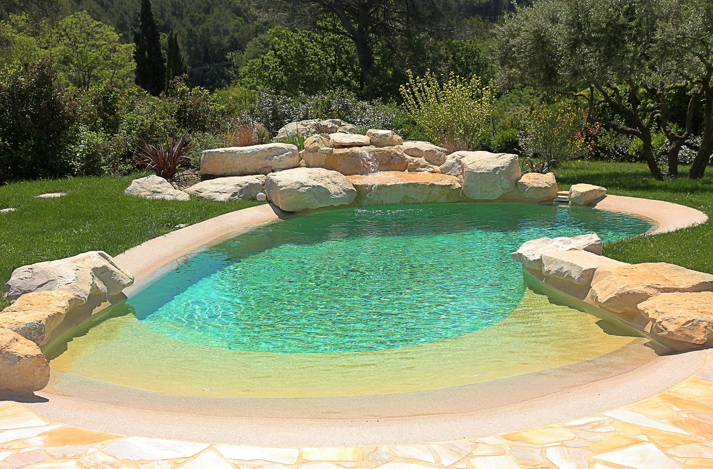 Small Beach Entry Pool With Rock Surrounds Is Great For A ... serapportantà Piscine Geomembrane