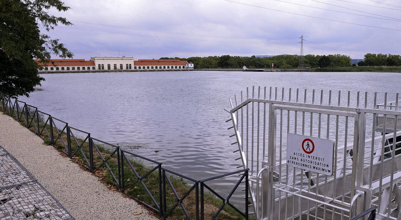 Société | Des Bassins Dans Le Canal De Jonage ? dedans Piscine Victor Jara