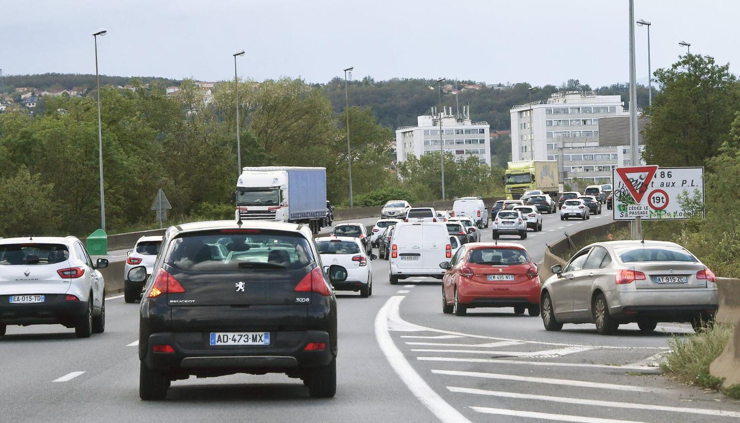 Société | Travaux Au Pont De Givors : C'est Le Bal Des ... pour Piscine De Givors