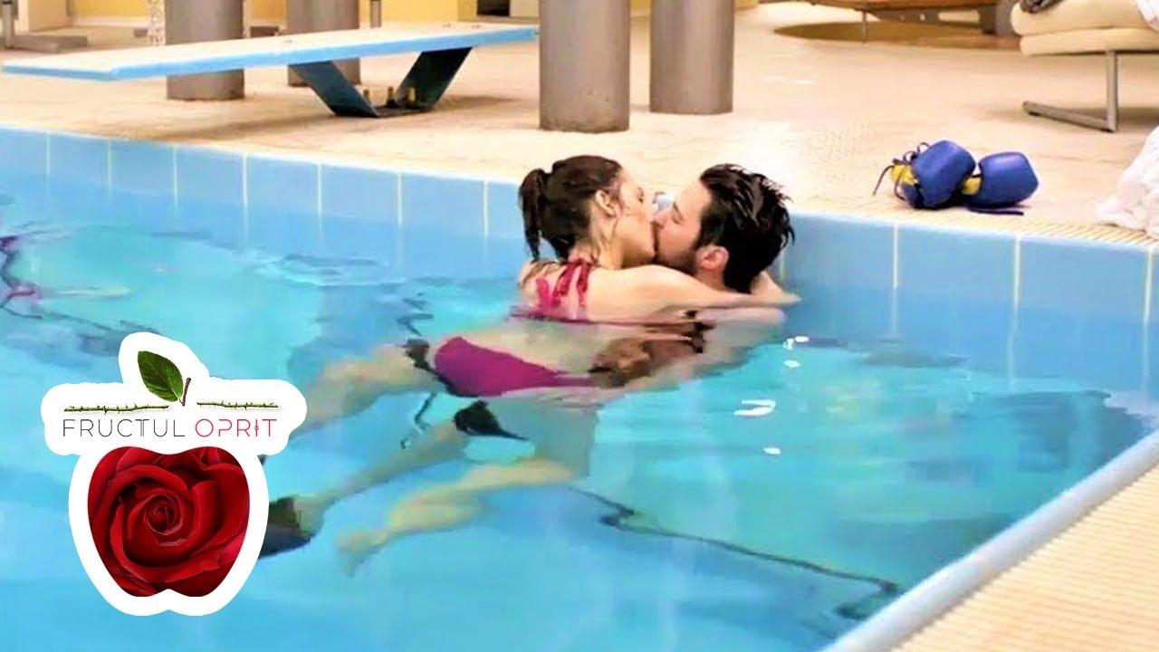 Sonia Și Alex, Săruturi Pasionale În Piscină destiné Piscine Alai