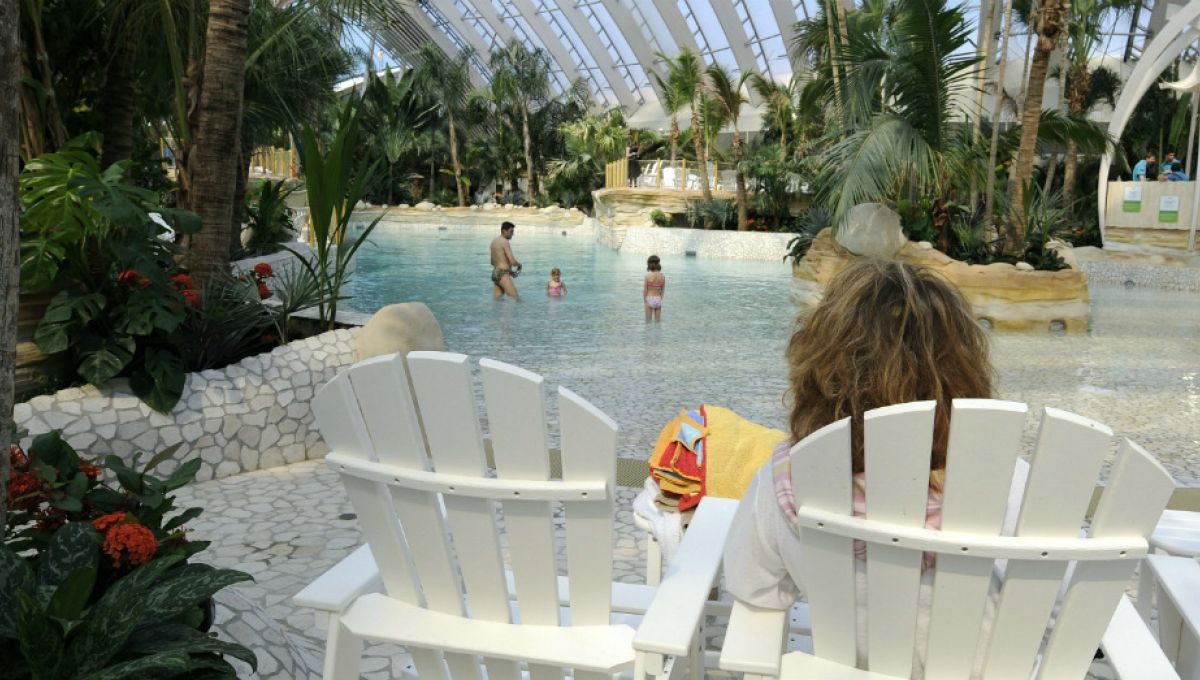 Sous Le Dôme De Center Parcs, Le Paradis A Disparu | Slate.fr destiné Center Parc Piscine