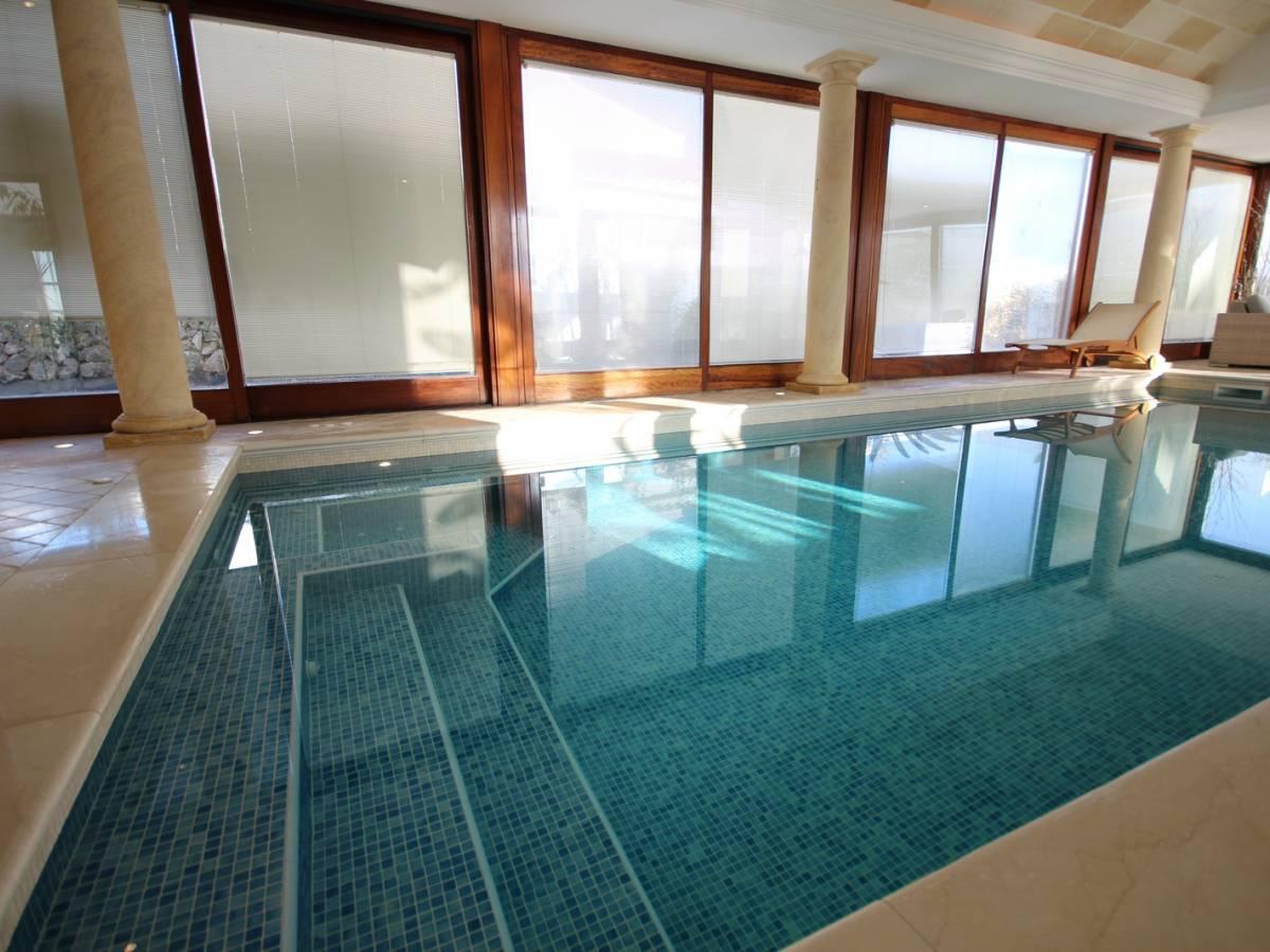 Spectaculaire Villa Avec Piscine Couverte À Son Blanc ... pour Piscine Couverte Prix