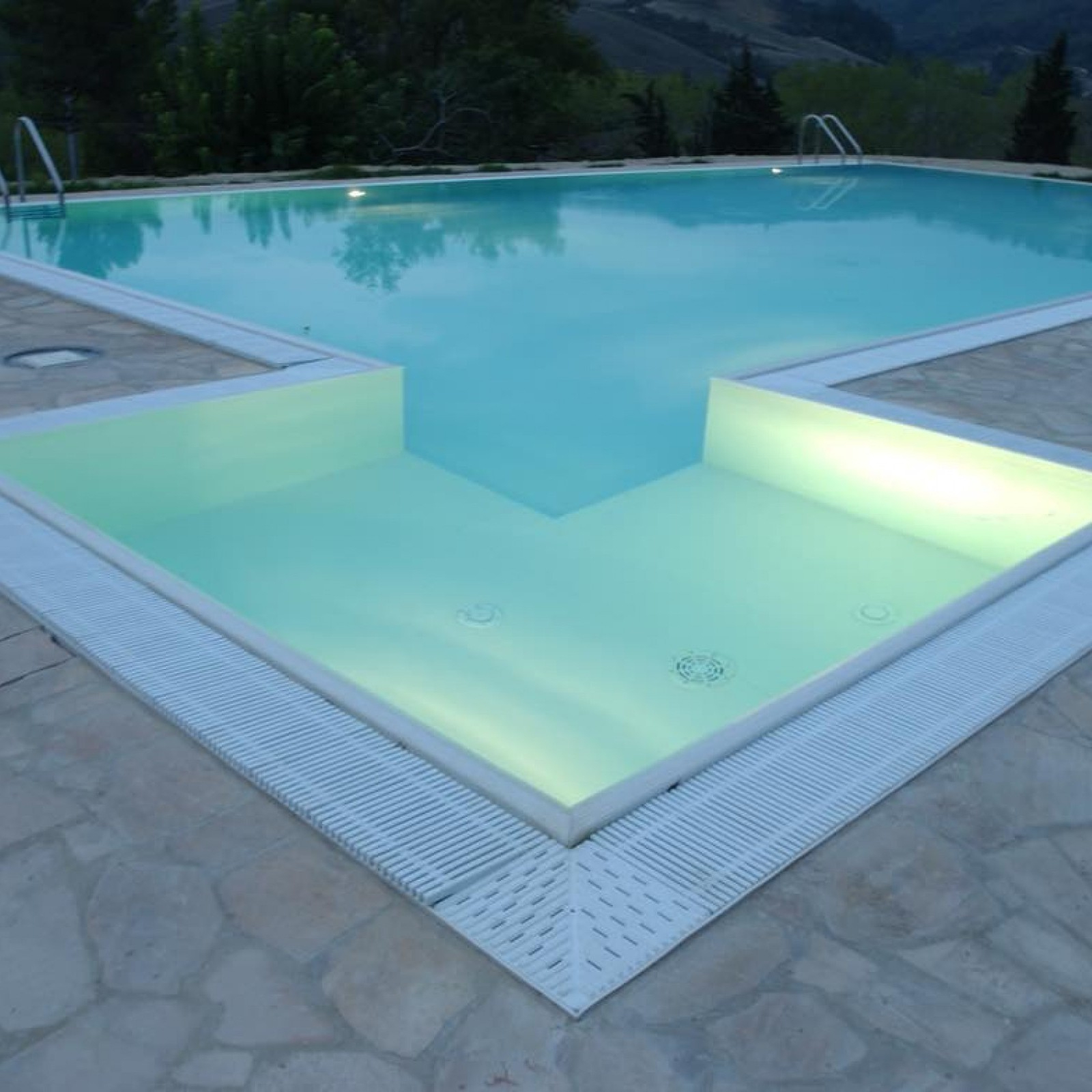 Steela Is The Future Of Modular Steel Pools - Cemi à Piscine Freedom