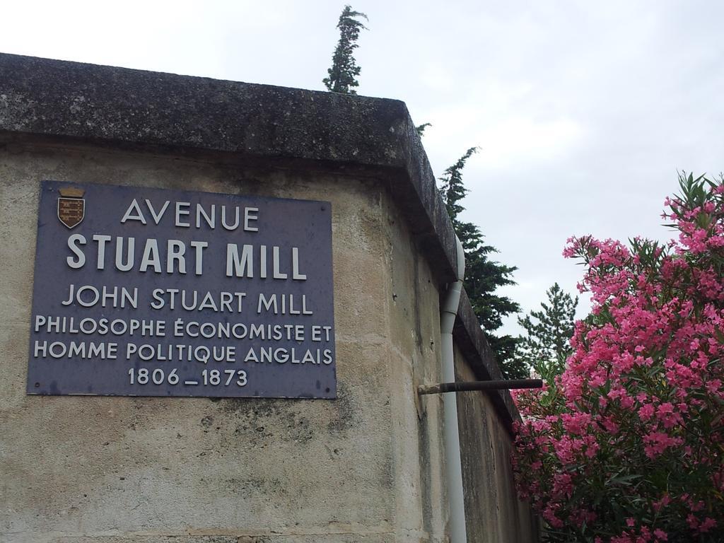 "Stuart Jones On Twitter: ""@demelzahookway There's A Piscine ... serapportantà Piscine Stuart Mill"