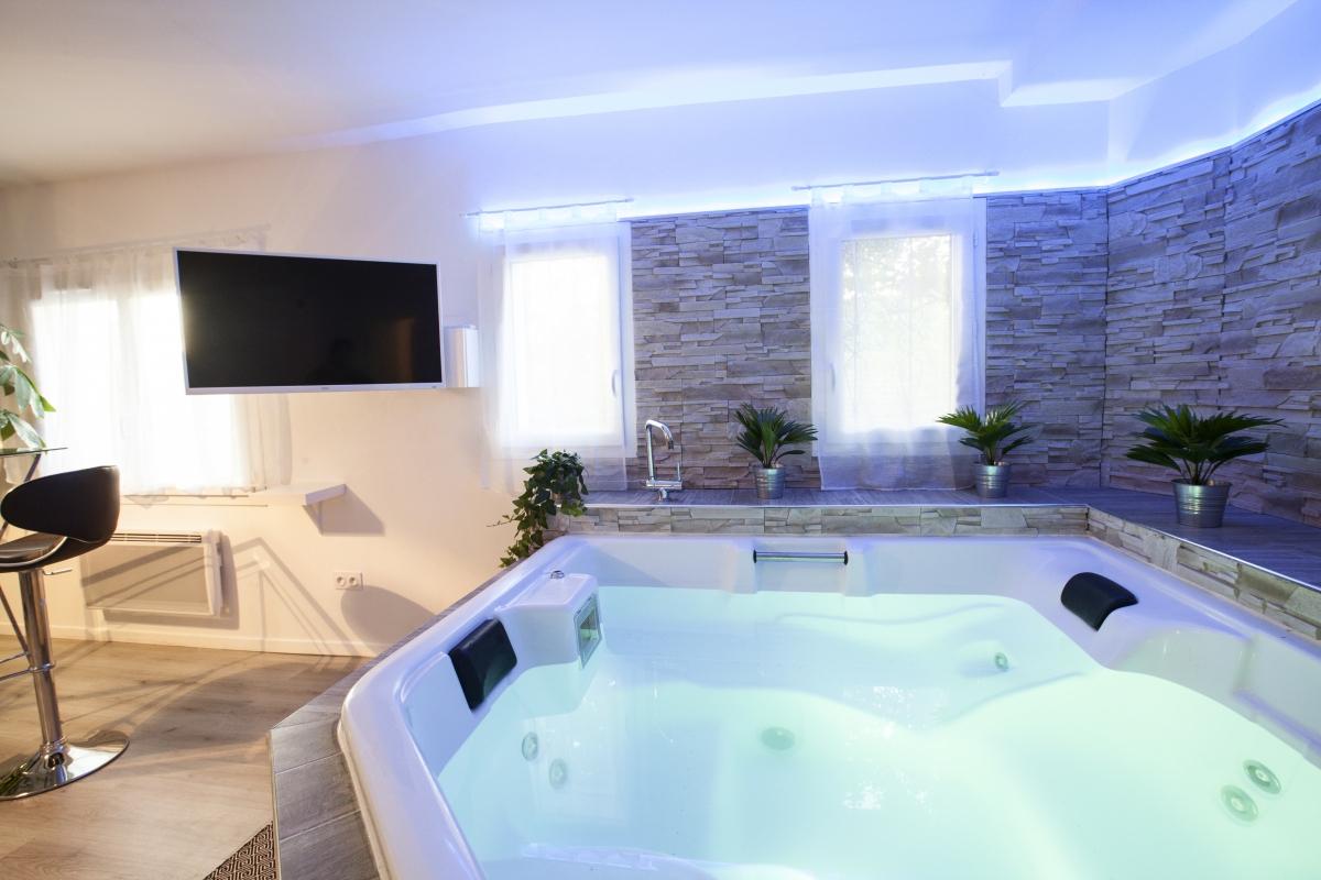 Suite Avec Jacuzzi Privé, Près De Montpellier - Introuvable pour Hotel Avec Piscine Privée Dans La Chambre France