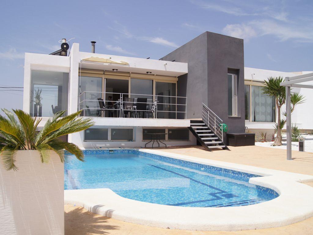 Superbe Villa Moderne Alicante, Avec Piscine Chauffée Et Couverte - Busot à Location Maison Espagne Avec Piscine Pas Cher