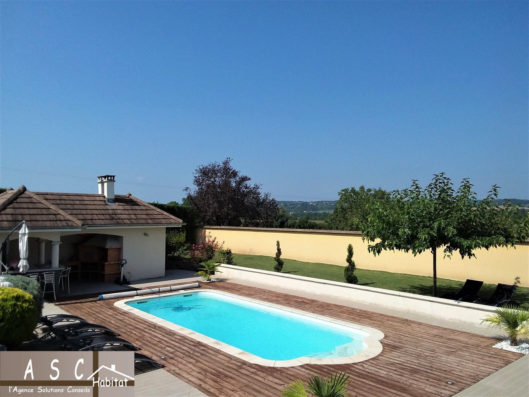 Superbe Villa Piscine Belle Vue Sur Campagne à Piscine Bourgoin Jallieu