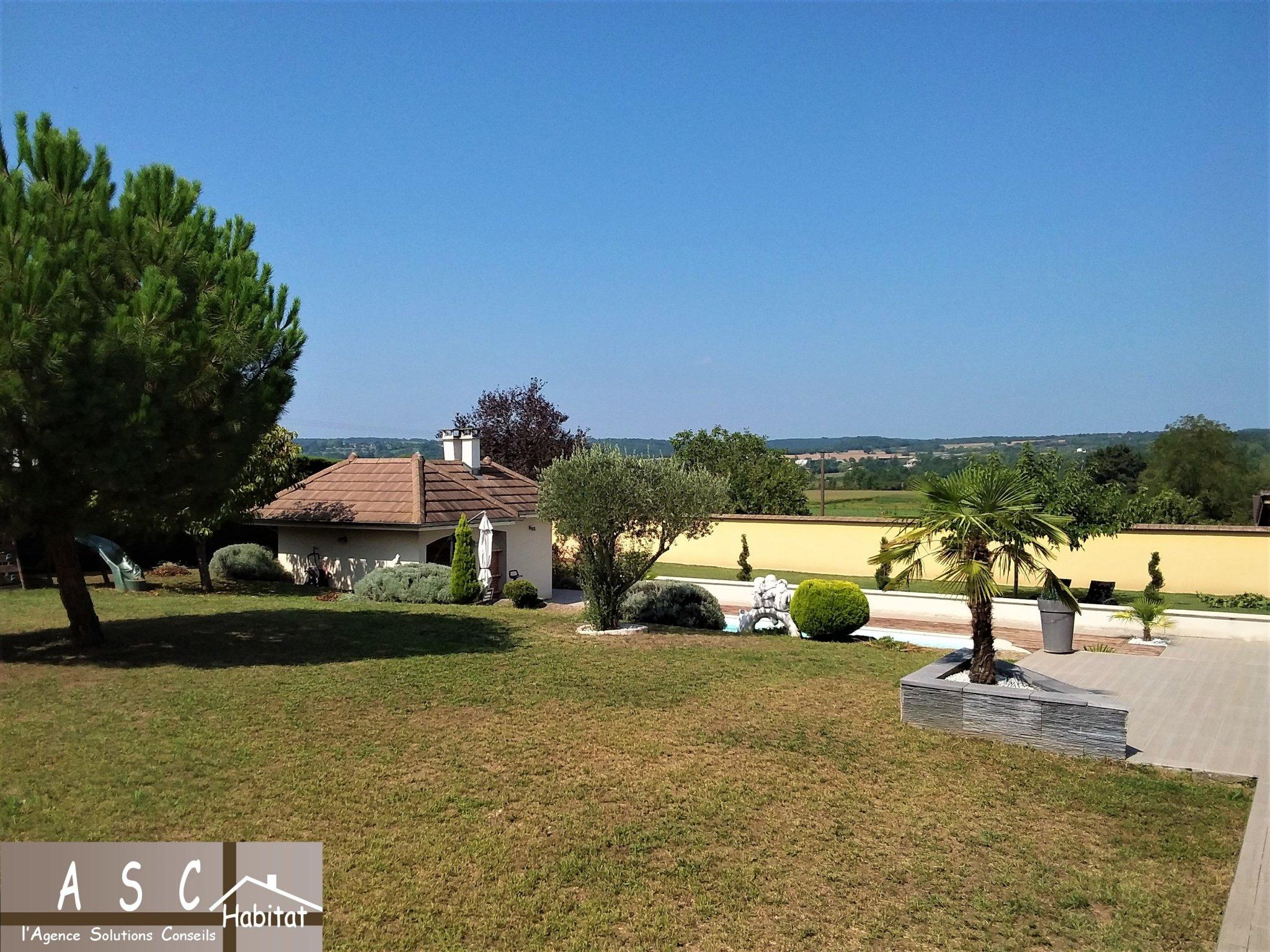 Superbe Villa Piscine Belle Vue Sur Campagne encequiconcerne Piscine Bourgoin Jallieu