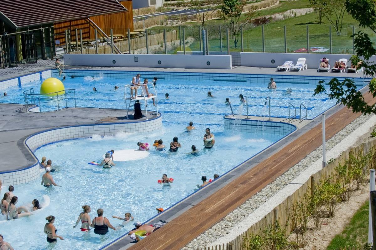 Swimming Pool Aquarelle Stay In Charente The Originals Saintes tout Piscine Aquarelle Saintes