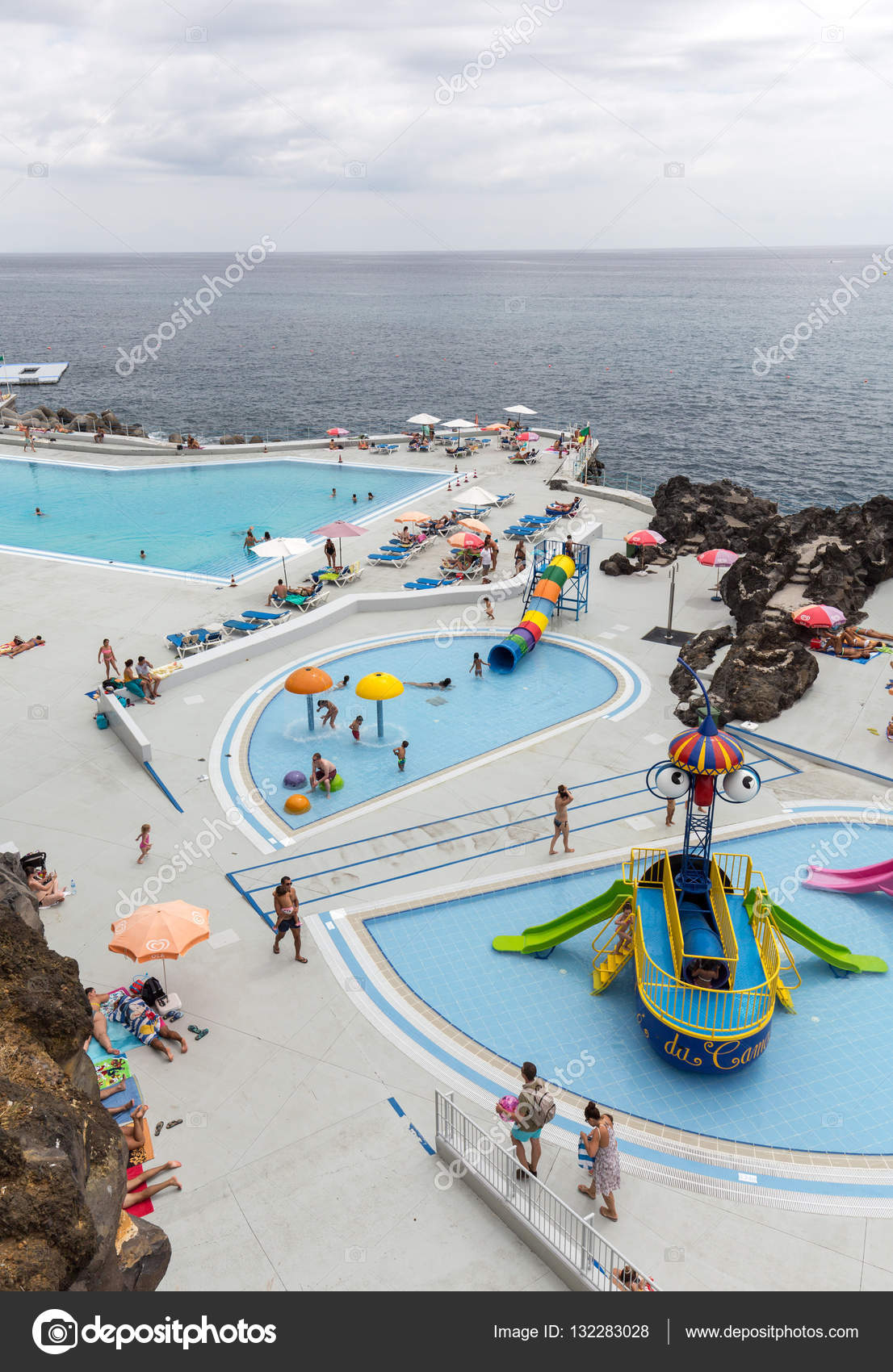Swimming Pool With Tourists At Lido Hotels Zone In Funchal ... dedans Piscine Du Lido