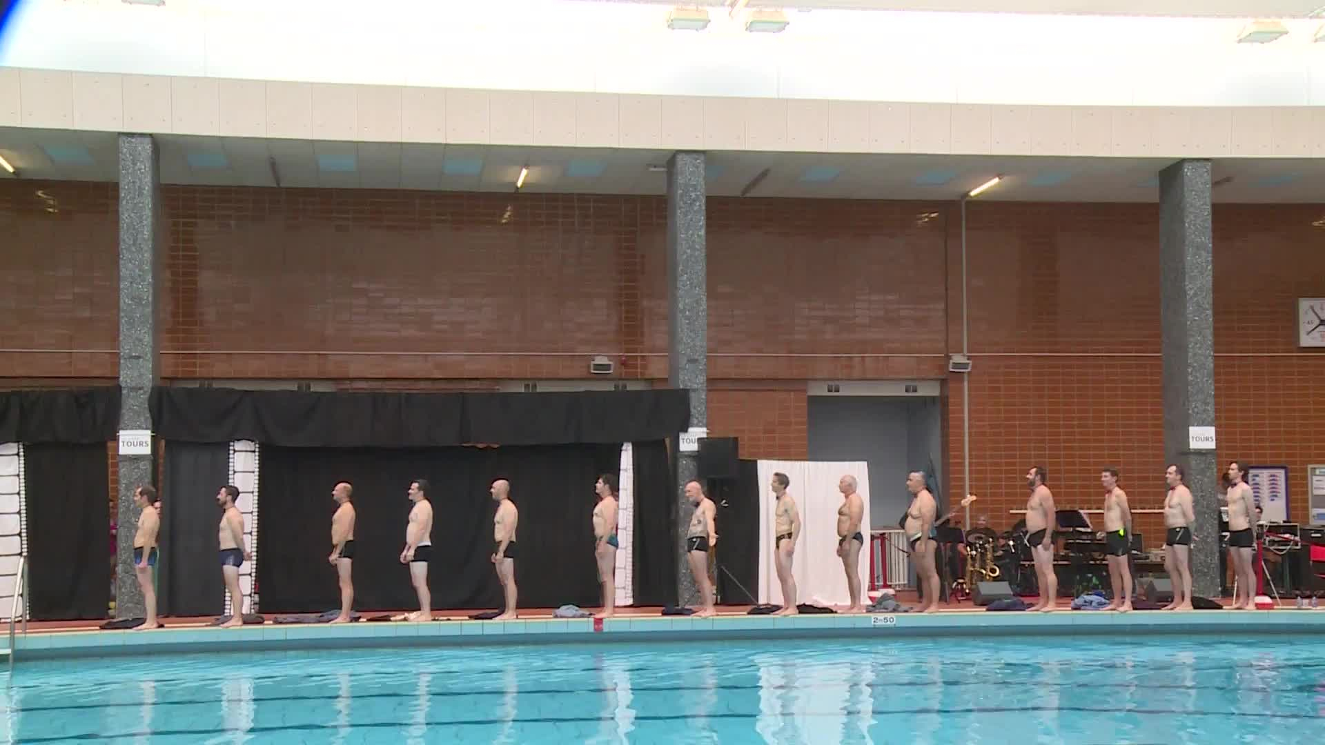 Synchronised Swimming Dads Defy Stereotypes On Father's Day ... intérieur Piscine Gilbert Bozon