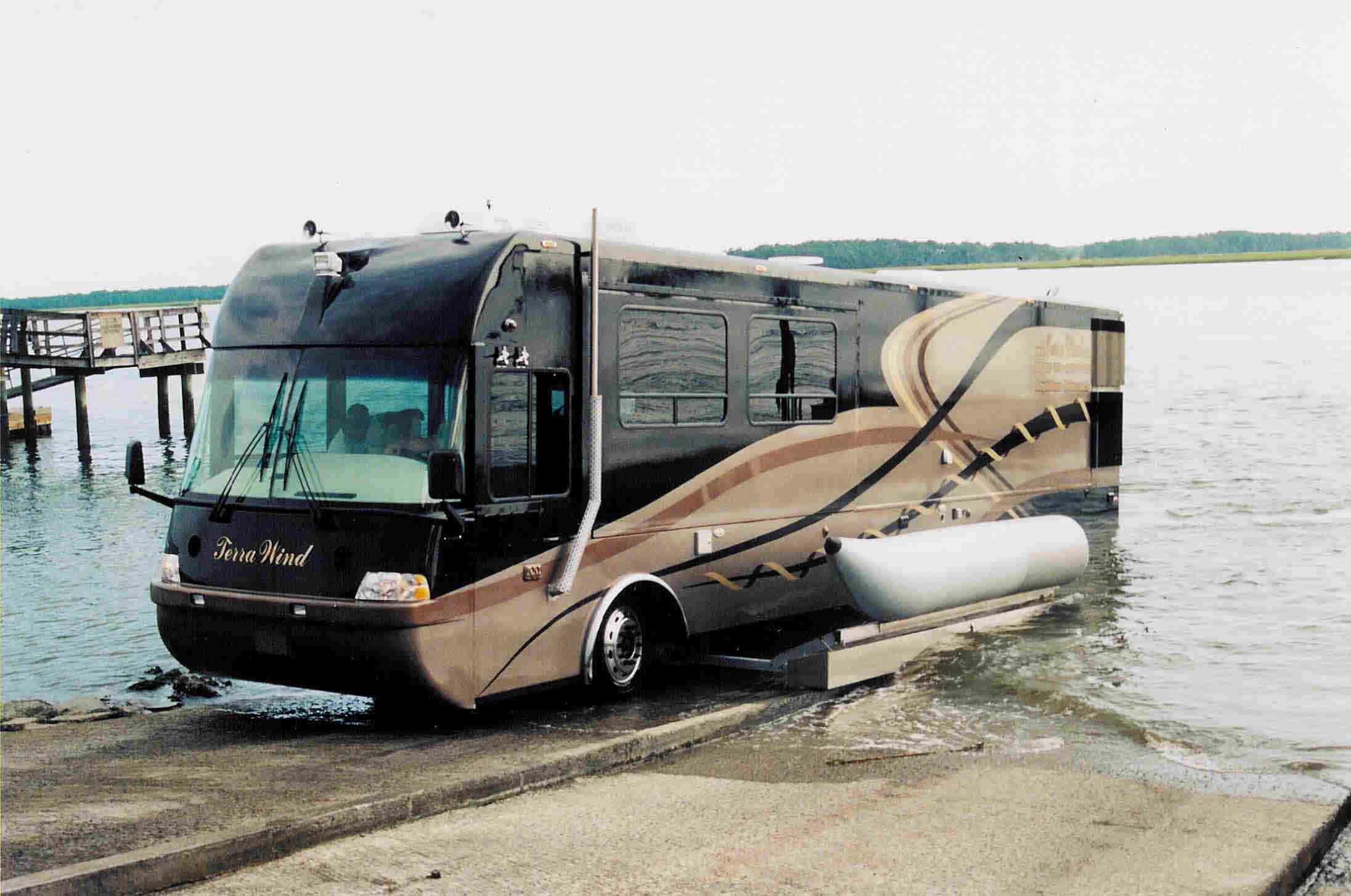 Terra Wind » : Le Camping-Car Grand Luxe Amphibie Qui ... pour Camping Car De Luxe Avec Piscine