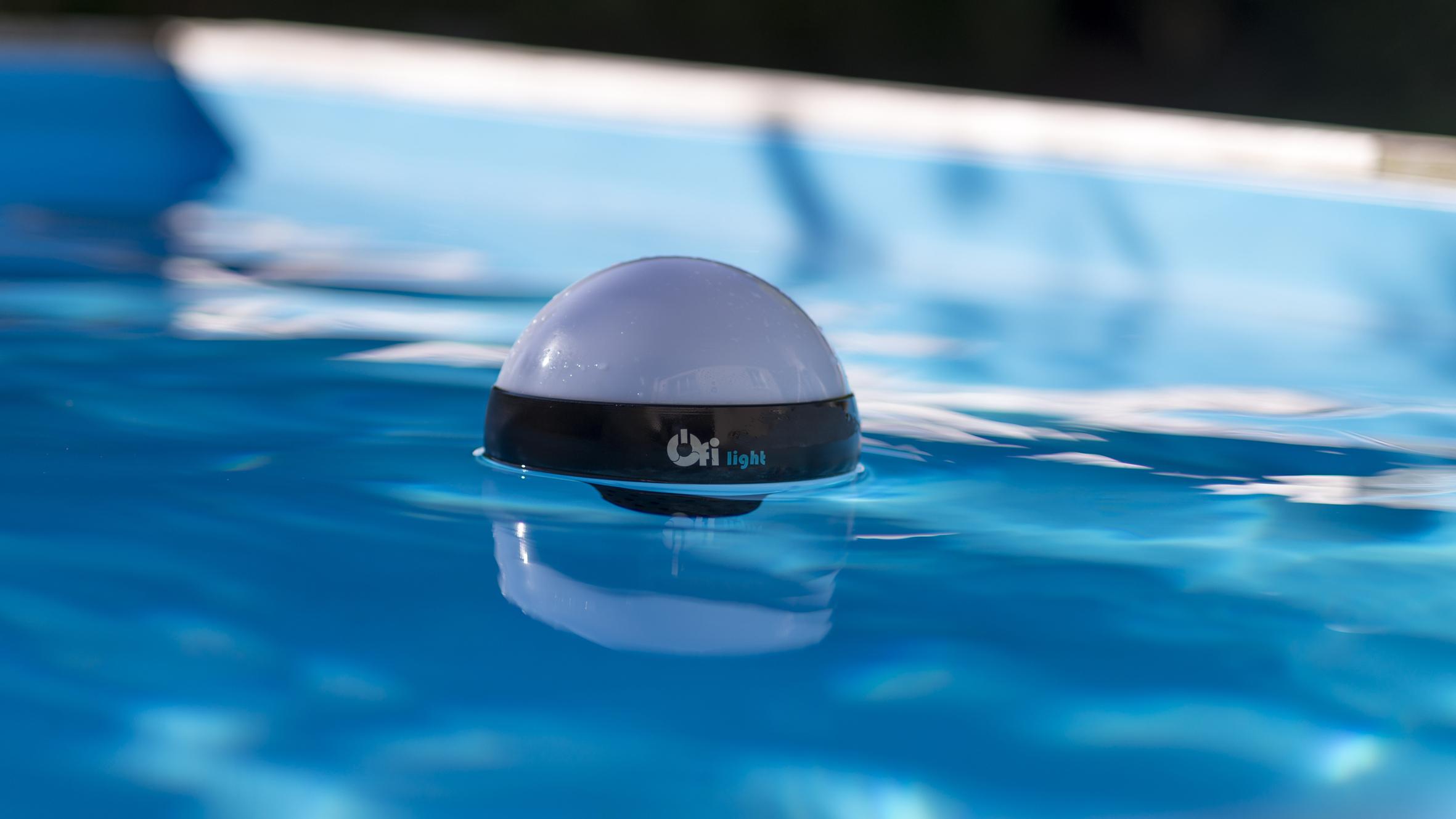 Test Capteur Piscine Ofi Light: L'objet Flottant Intelligent ... concernant Eclairage Piscine Sans Fil
