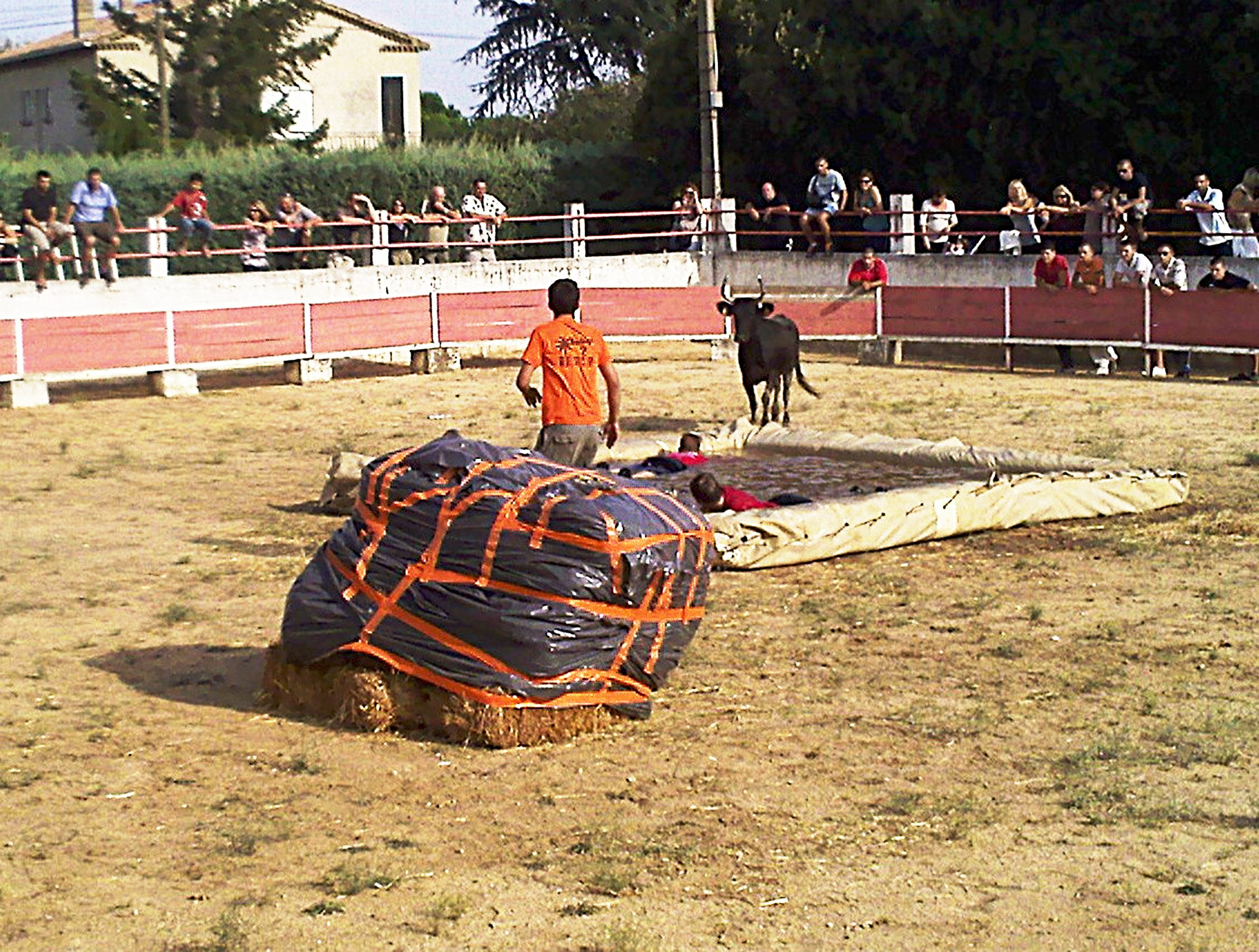 Toro-Piscine — Wikipédia intérieur Toro Piscine Labat