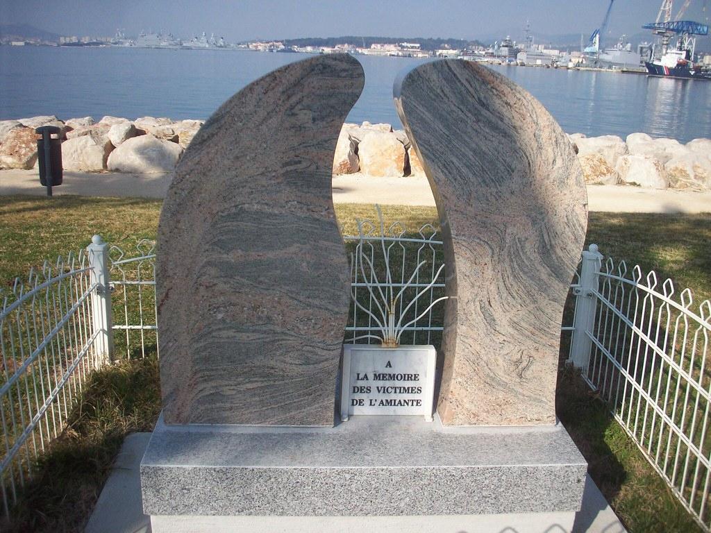 Toulon. Stèle Aux Victimes De L'amiante. Promenade De La ... encequiconcerne Piscine Du Port Marchand