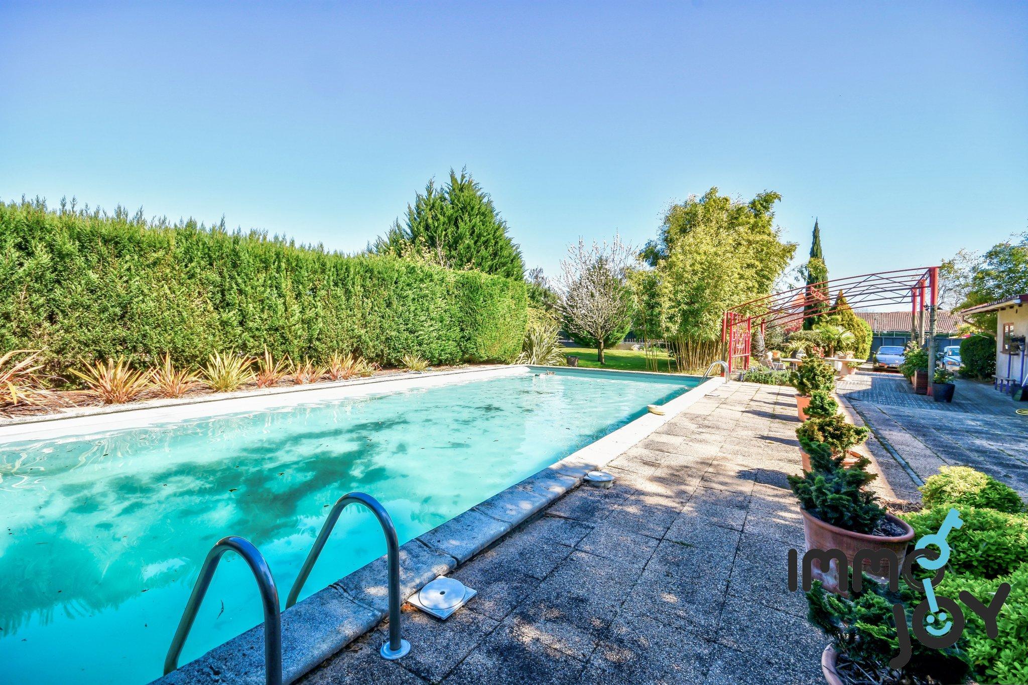 Toulouse - Habitation Atypique De 220 M2 (Ancien Club House) - Piscine -  1248 M2 De Terrain + 2 Cours De Squas concernant Piscine Castanet