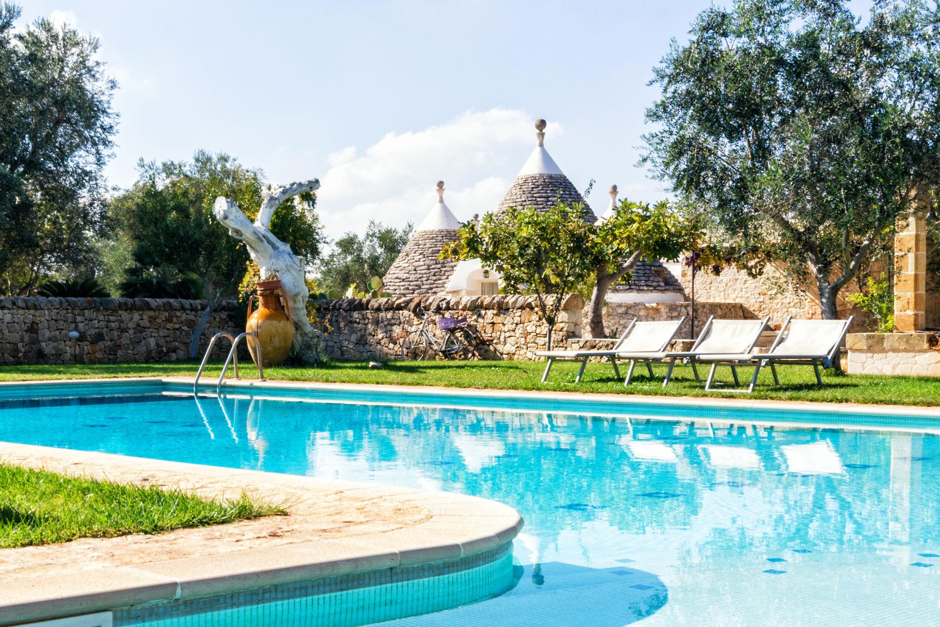 Trullo Acquamarina Location De Vacances - Couchages 6 Dans 3 ... intérieur Piscine Du Port Marchand