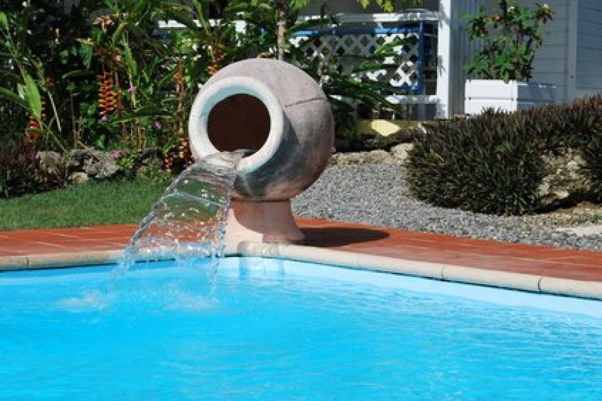 Une Fontaine Dans Votre Piscine - Guide-Piscine.fr concernant Fontaine De Piscine