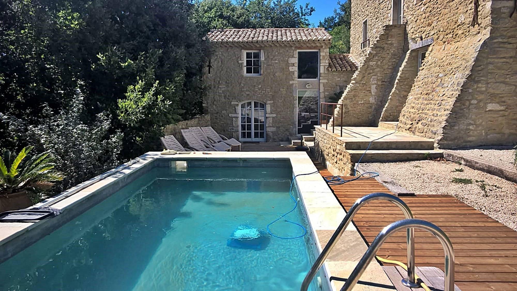 Université Du Vin Location De Meublés Suze La Rousse ... à Vacances En Ardèche Avec Piscine