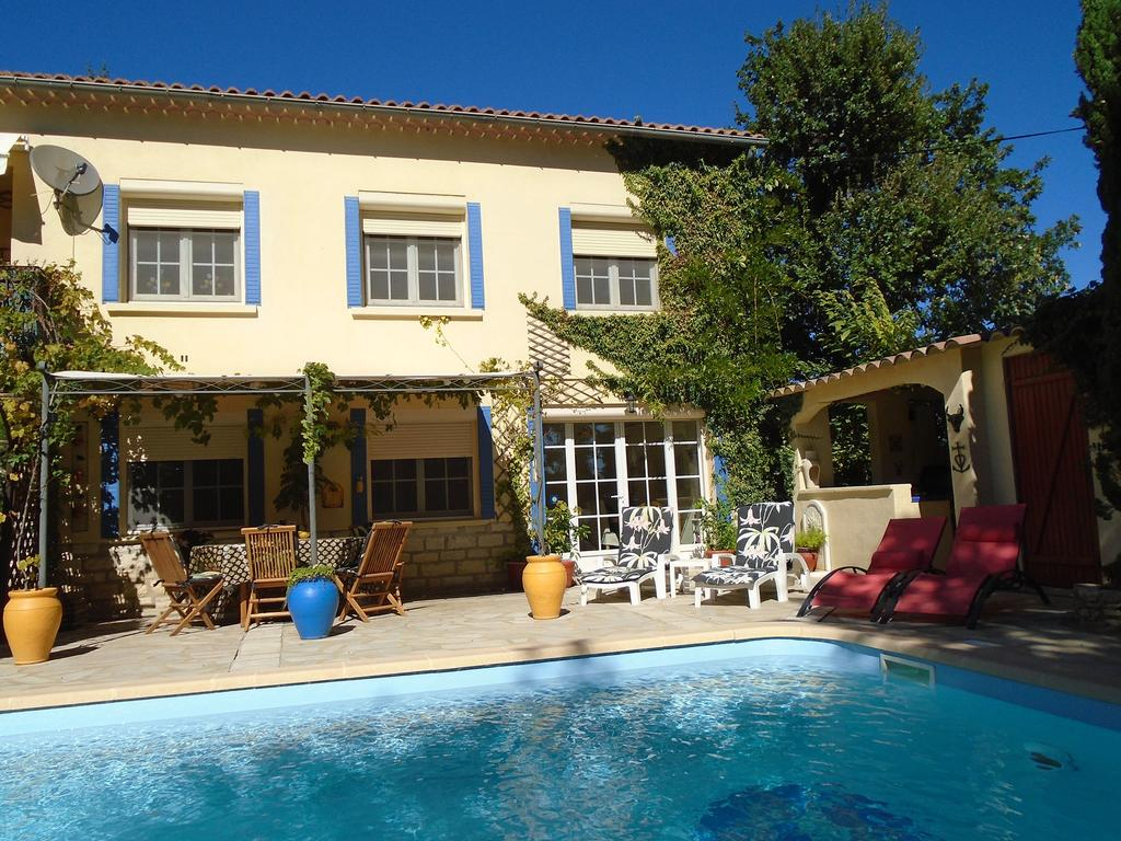 Vacation Home La Soleillade, Laudun, France - Booking à Piscine Laudun