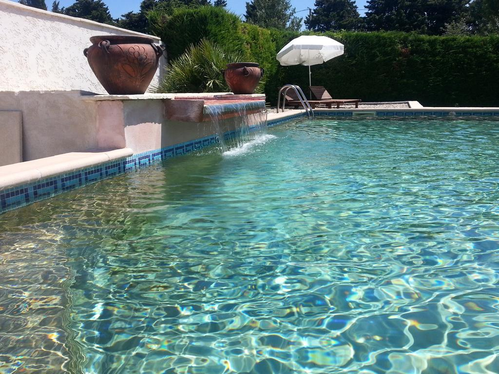 Vacation Home Mas Lou Barri, Le Thor, France - Booking dedans Cash Piscine Le Cres
