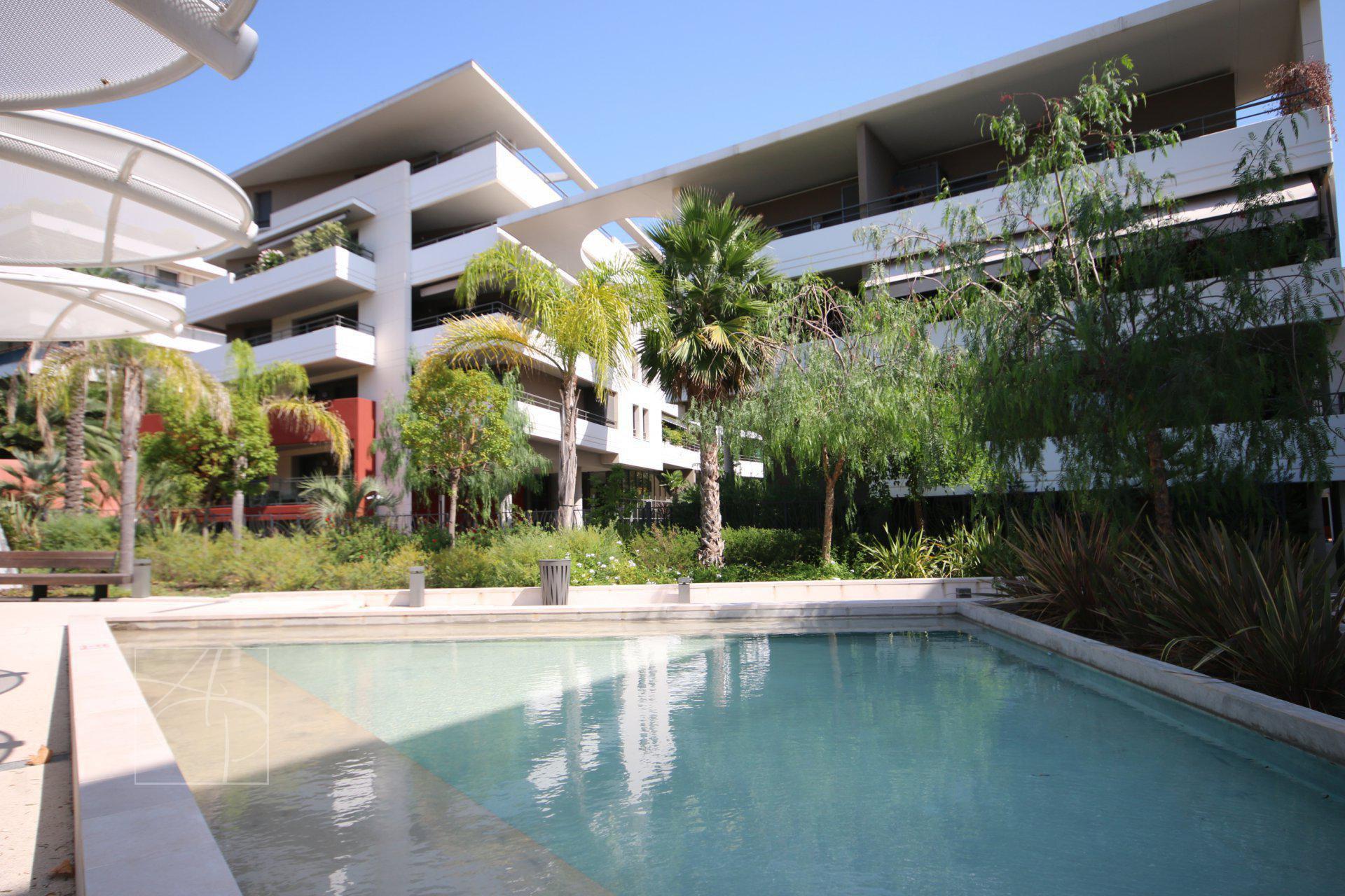Vendu Par Azur Paradise Immobilier dedans Piscine Montfleury