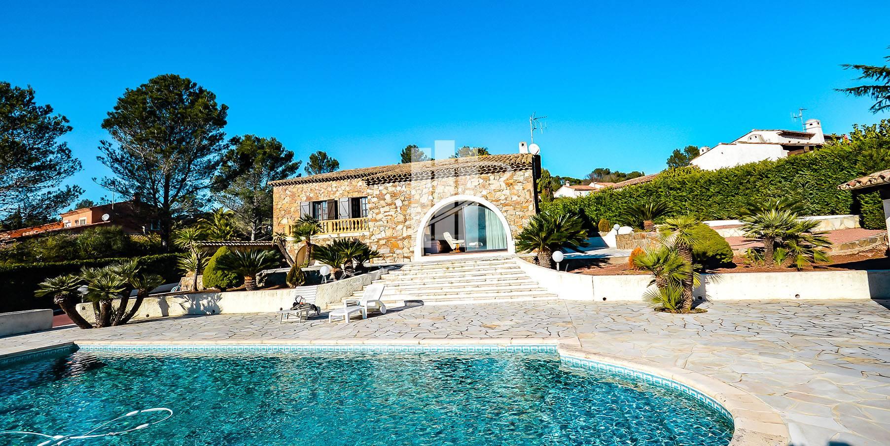 Vente De Villa Contemporaine Avec Piscine Fréjus Tour De ... avec Maison Avec Piscine A Vendre