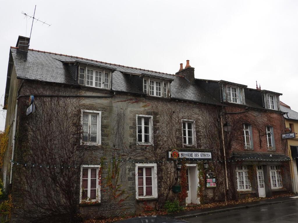 Vente Maison 11 Pièces Saint-Méen-Le-Grand (35290) : À Vendre 11 Pièces /  T11 1 483 M² 218 400€ Saint-Méen-Le-Grand dedans Piscine Saint Meen Le Grand
